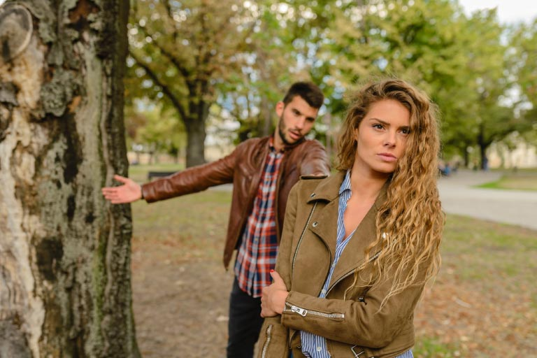 toxic-signs-leaving-a-toxic-relationship-stonewalling